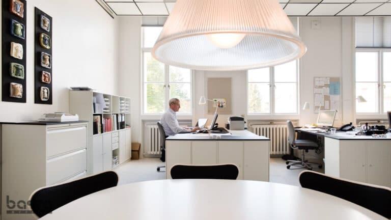 Lyst kontor med Montana og 7'er stole