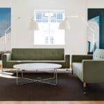 Lounge område med retro sofaer